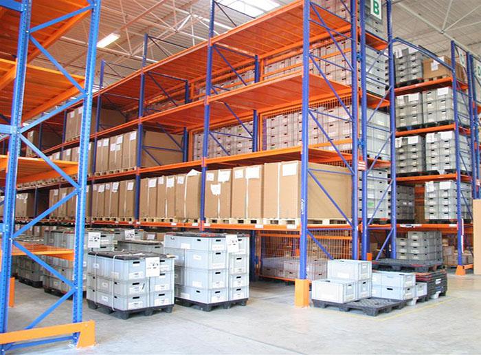 Many Advantages of Storage Shelves
